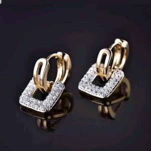 Jewelry - 18kt Gold Diamond Square Earrings